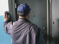 Проверки квартир: когда они незаконны и дверь проверяющим можно не открывать